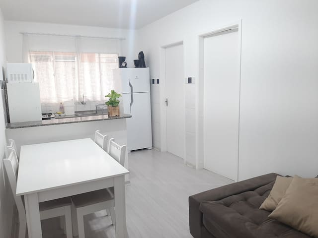 Ap inteiro, 1 quarto, Wifi, cozinha e lavanderia.