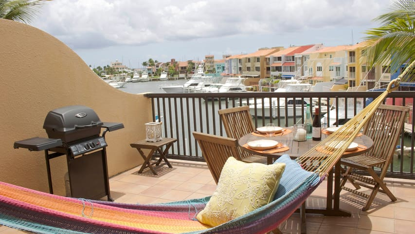 HS-Affordable Luxury Villa Directly on the Harbor