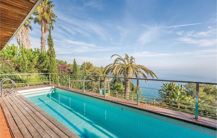 Holiday cottage with 3 bedrooms on 170 m² in Tossa de Mar