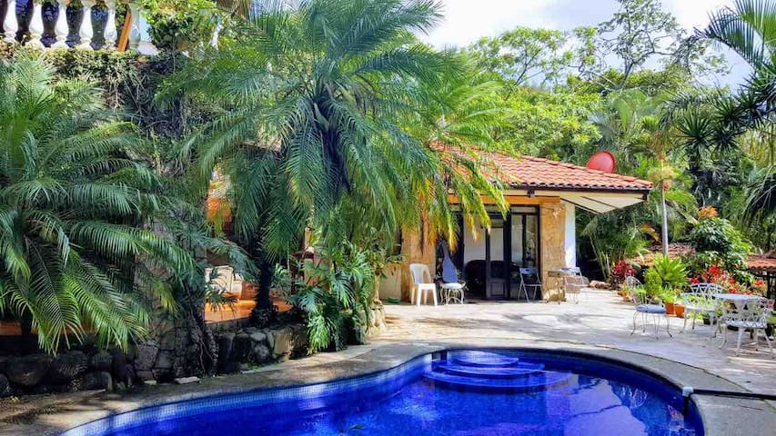 Beautiful Cottage in peaceful Santa Ana (4 sale)