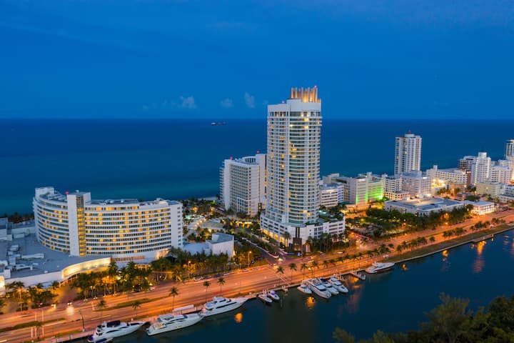 Fontainebleau Resort, w/Balcony 15 min from Airpt