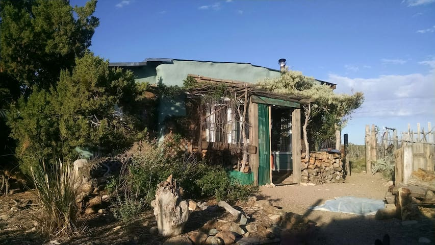 Adobe studio homestead near Madrid on 20 acres - Los Cerrillos