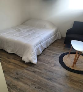 Confortable studio meublé en Avignon