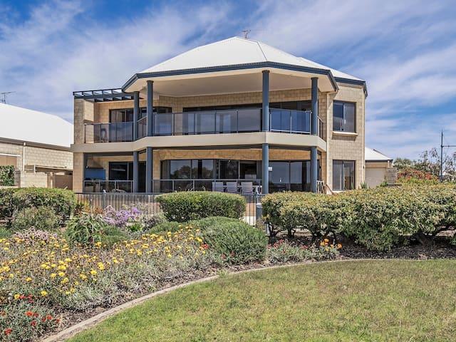 Luxury estuary waterfront  family home