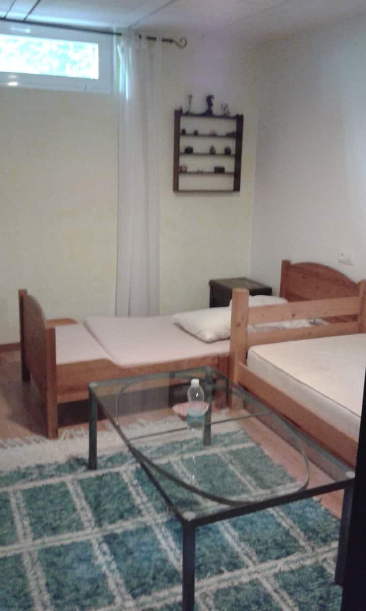 Habitacion matrimonio y habitacion compartida baño