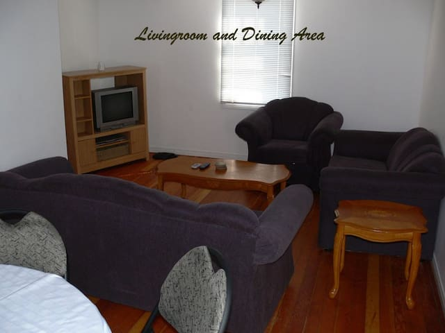 Bikiniland Cottage in the heart of Grand Bend - Lambton Shores - Apartment
