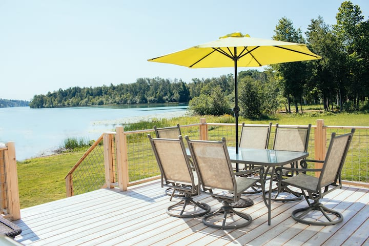 Bluewater Bliss - Your Private Lakefront Retreat
