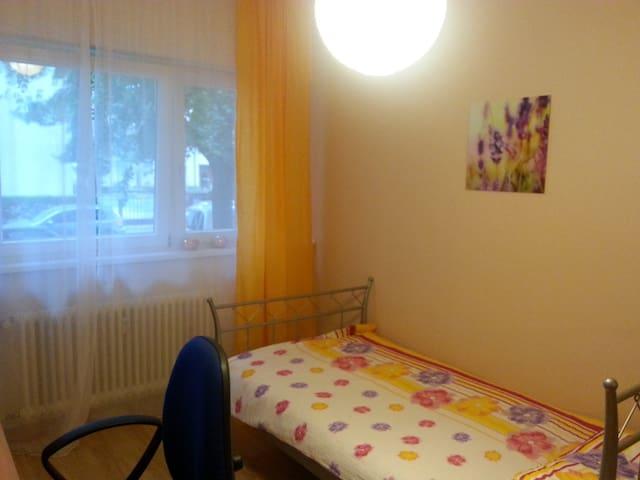 ruhiges, helles Zimmer im grünen Norden Berlins