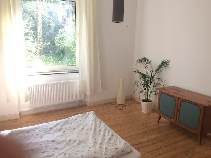 Room in Cosy Appartment 5 Min. to CGN Trade Fair