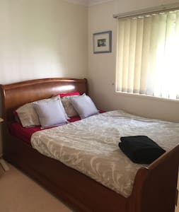 Private room with own bathroom, at Southport - 南港(Southport) - 公寓