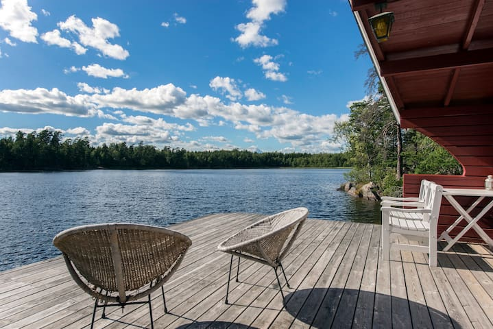 Idyllic private lakefront getaway 30 min from Stlm - Österåker V - Villa