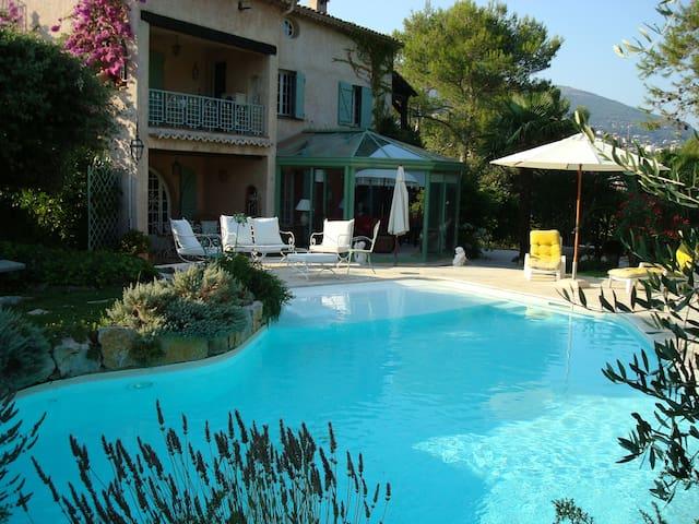 Bel appartement dans MAS provençal - Grasse - Villa