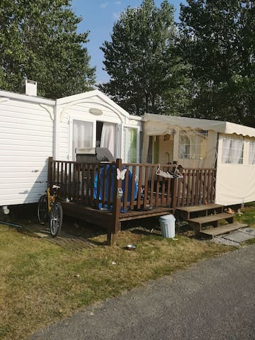 2 double bed caravan in the Vendee (Apremont)