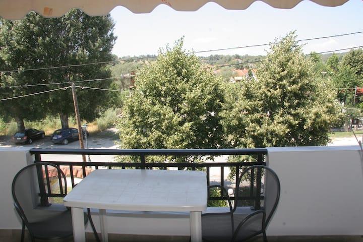 12 διαμέρισμα με θέα στον κήπο