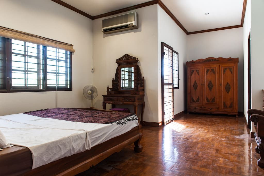 The room is bright and spacious and comes with private bathroom and large private balcony terrace (with mountain view!)
