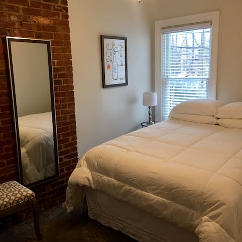 NEW! Cozy Buffalo Rowhouse in Historic Allentown - Buffalo - Lägenhet