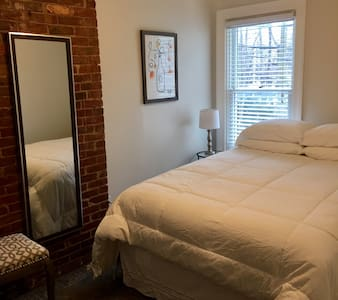 NEW! Cozy Buffalo Rowhouse in Historic Allentown - Búfal