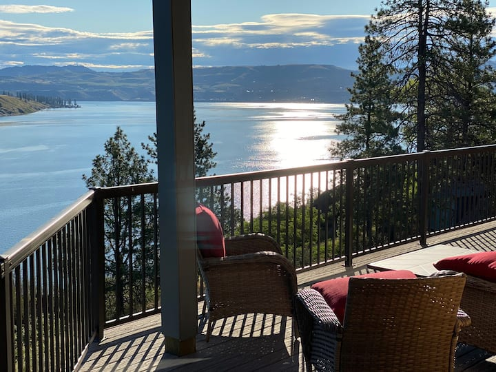Stunning Lincoln House at Lake Roosevelt