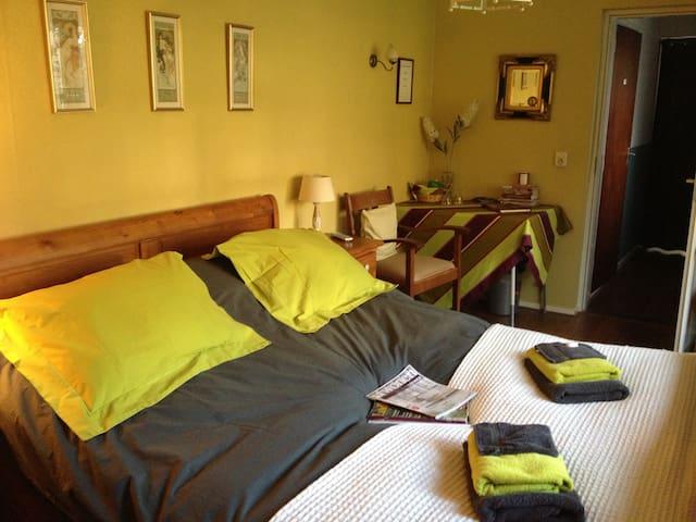 B&B Charmante tuinkamer - Steenbergen - Bed & Breakfast