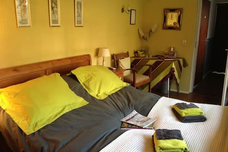 B&B Charmante tuinkamer - Steenbergen - Bed & Breakfast