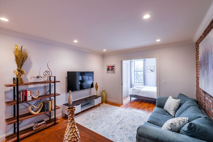Luxurious 3 BEDROOM IN THE HEART OF TimeSqaure