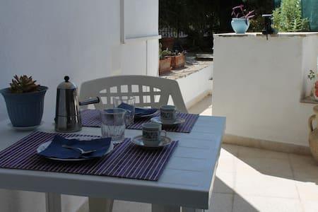 House with garden - Santa Flavia - Huis
