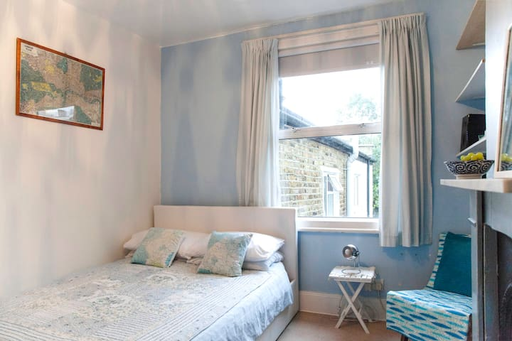 Bright double near station in Peckham/Nunhead