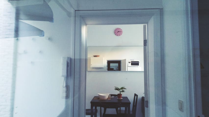 Chambre dans petite maison au centre-ville - Bruxelles - Dům