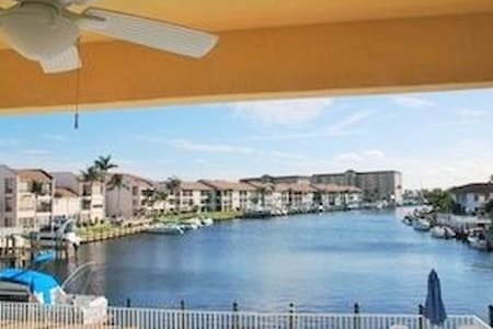 BEACH PARKWAY CONDO AWESOME WATERFRONT VIEW!!! - Cape Coral - Condominium