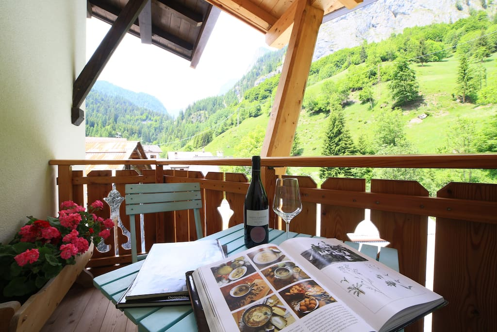 Double room above the river with view on the Marmolada