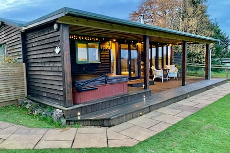 Eden lodge (with private hot tub)