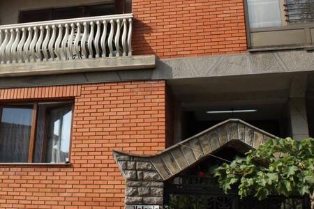 Guest House Velania - Prishtinë - ที่พักพร้อมอาหารเช้า