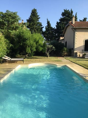160SQM VILLA WITH SWIMMING POOL - CLOSE TO AVIGNON - Jonquerettes - Casa de campo
