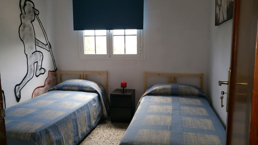 HABITACION DOBLE CON VISTAS DEL PINO HOSTEL - Teror - Bed & Breakfast