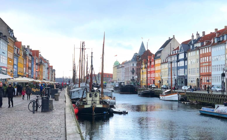 Ideal for couples & small groups by Nyhavn canals