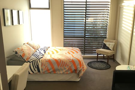 Perfect retreat in Melbourne's quirky Yarraville - Yarraville - Stadswoning