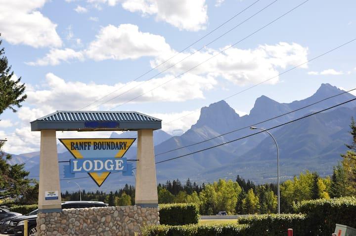 2BR Condo: Aspen & Mountain Views at Banff gates!