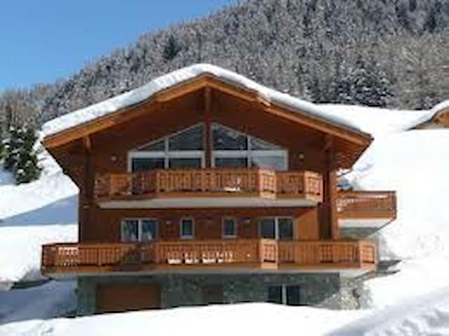 Chalet to Ski, Walk, and Spa - Leukerbad - Rumah