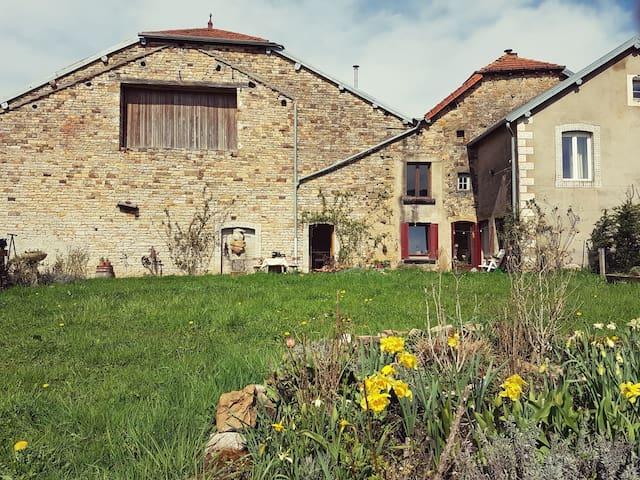 Charmes-St-Valbert, woonboerderij La Grotte Grise