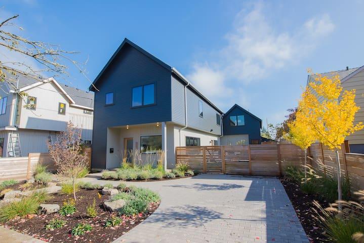 Contemporary Farmhouse in beautiful Concordia