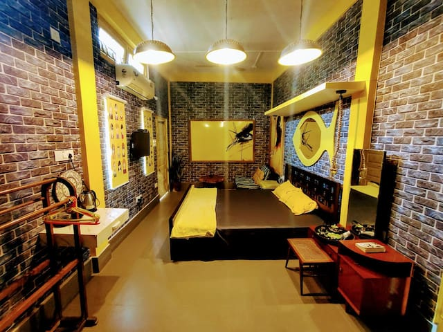 Yellow Submarine: Family room for 4 guests