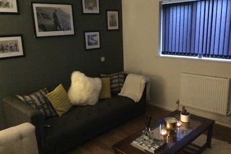Comfy room 5 mins drive to Piccadilly station