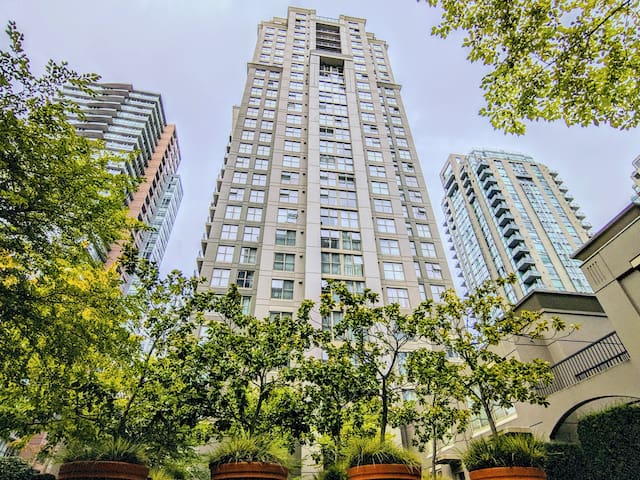 The Gem of Yaletown - Steps away from everything