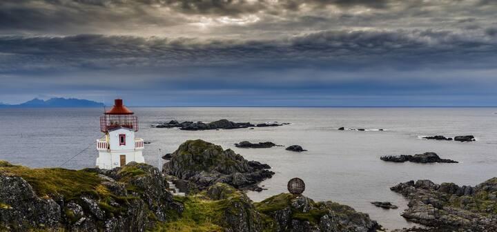 Littleisland Lighthouse Yellow room & Ocean view