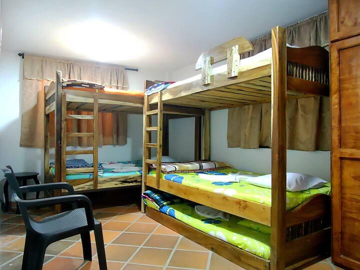 Habitación en Vista Hermosa - 5 camas - 1A