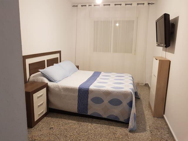 Habitación pivada con cuatro de baño
