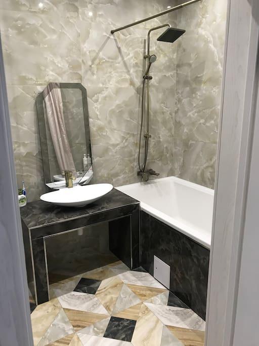 ванная и туалет/bathroom and toilet
