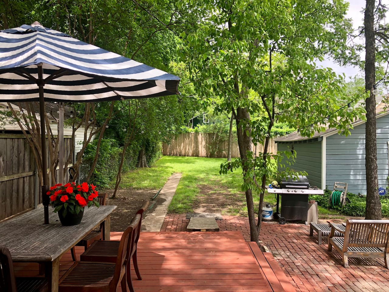 Relax in your huge backyard, right in the heart of Dallas' most vibrant neighborhood!