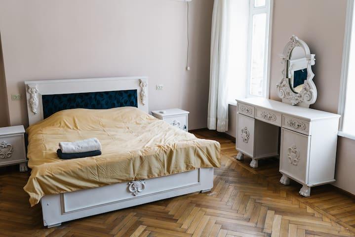 Sololaki old school flat