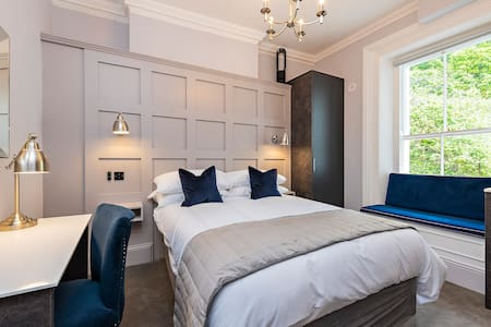 Private Double room with  En-Suite Room 5